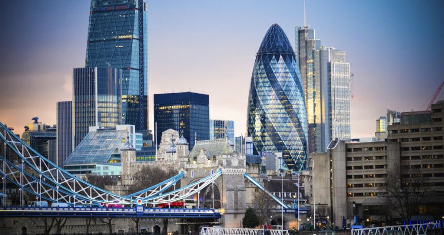 Prześcigając banki: Jak branża fintech rewolucjonizuje sektor finansowy?