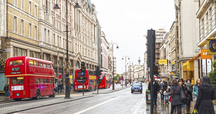 Chaos polityczny i słabe dane szkodzą brytyjskiej walucie