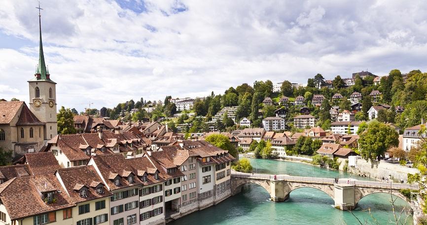 Case Study zur Schweizer Fertigungsbranche - CHF/CNY