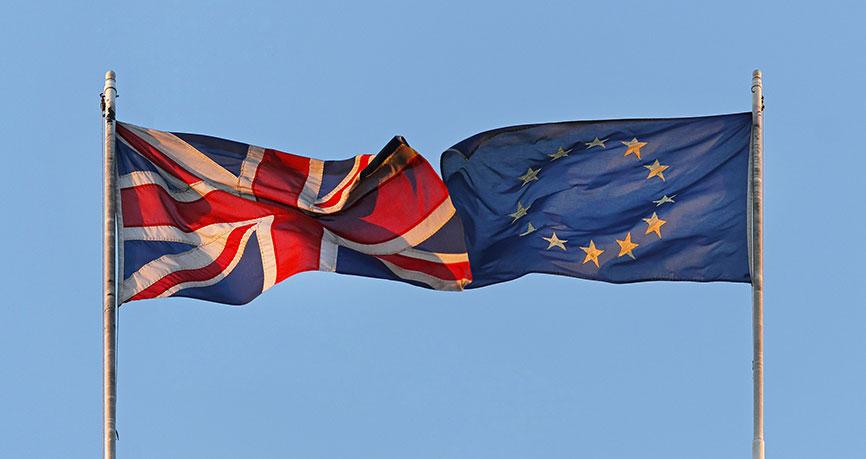 Britse pond daalt als gevolg van gemengde economische gegevens en politieke machtsstrijd over Brexit