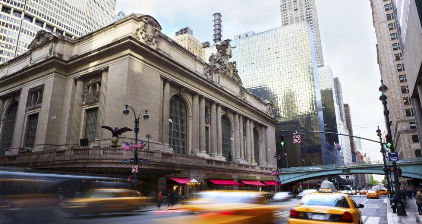Le dollar se renforce en vue de l'acceptation de la réforme fiscale et des futures hausses de taux de la FED