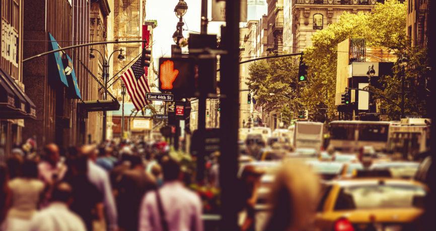 Los fuertes datos económicos de EEUU detienen la venta masiva de dólares