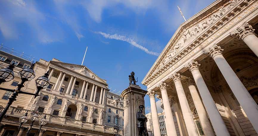 La libra cae después de que el BoE mantenga los tipos y baje las previsiones de crecimiento