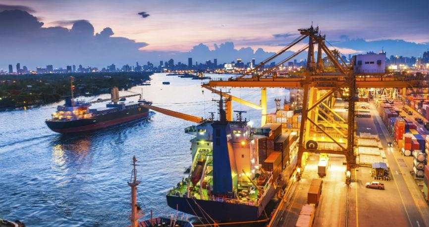 Rubel słabnie, droższa ropa umacnia waluty krajów eksportujących surowce