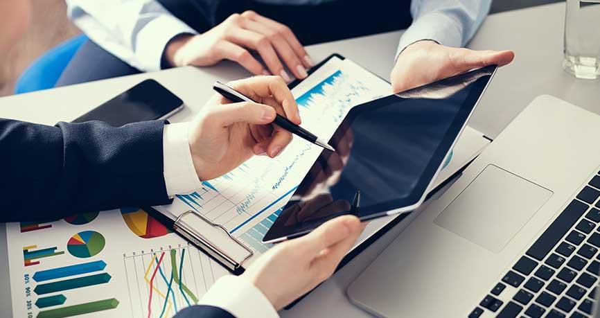 Waluty zareagowały na spadki globalnych indeksów akcji