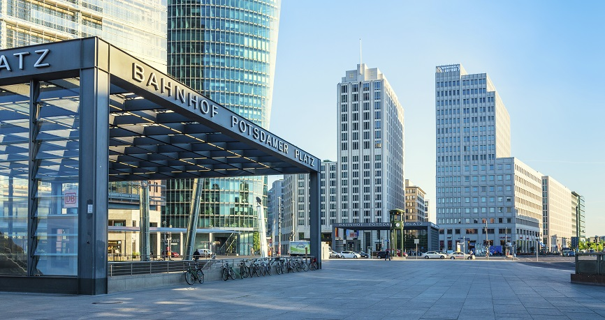Evoluzioni politiche positive stabilizzano l'euro