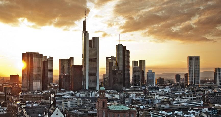 L'euro reste fort alors que les actifs à risque affichent de solides gains